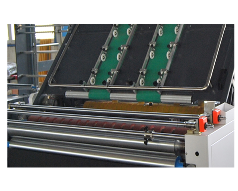 Automatic Front gauge positioning flute laminating machine